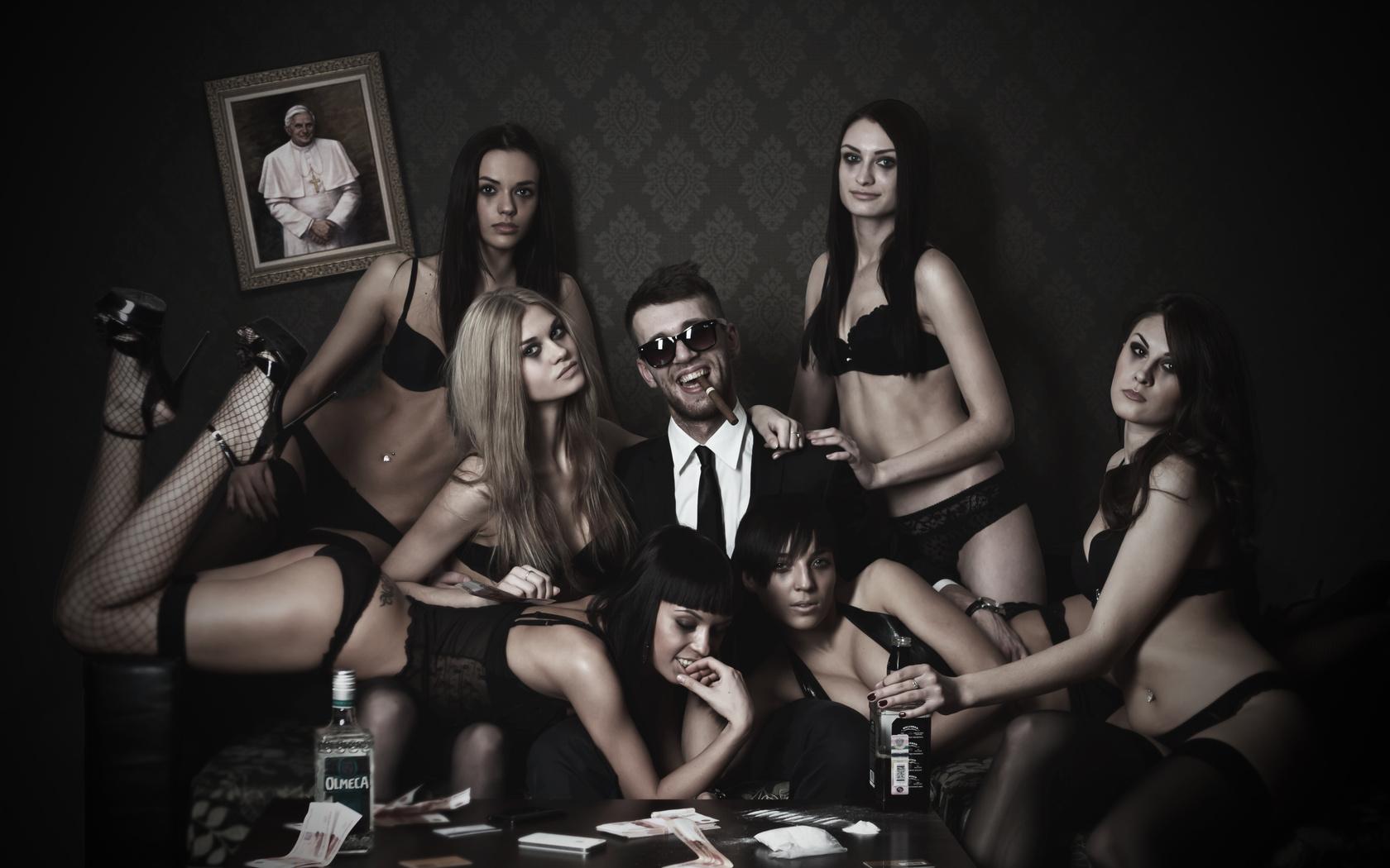 Kızlar paraya mı bakar?