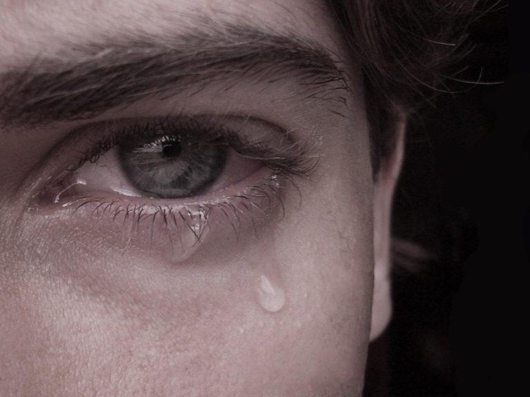 Erkekler de ağlar