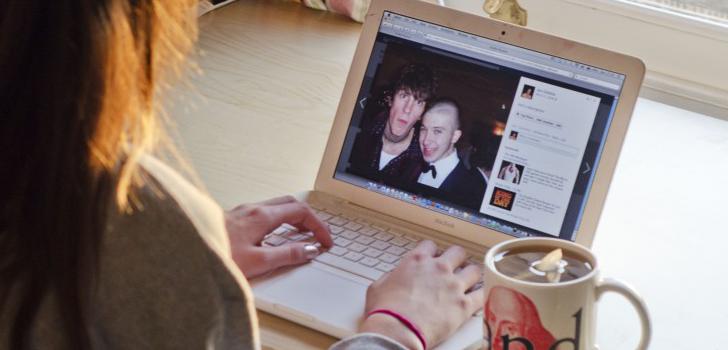 Eski sevgiliyi sosyal medyada kontrol etmek